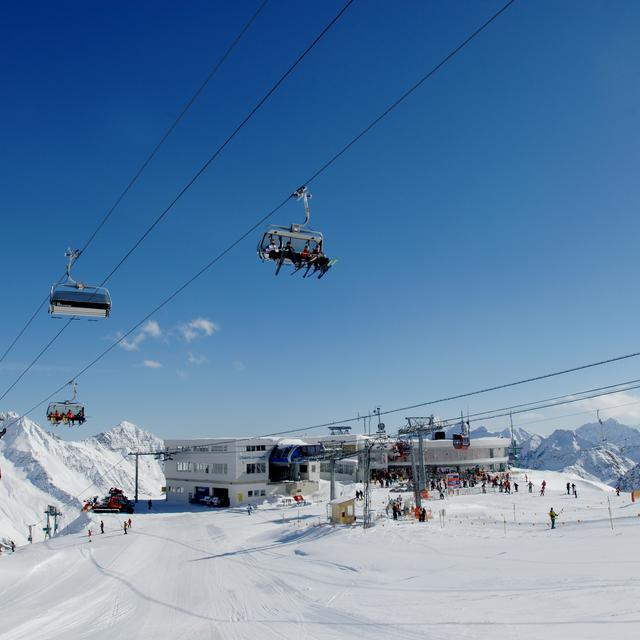 stubaier glacier ski lift winter