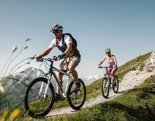 mountainbiking in the mountains summer holiday | © TVB Stubai Tirol / Andre Schönherr