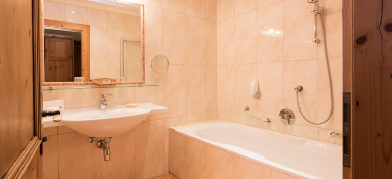 badezimmer junior suite zirbe