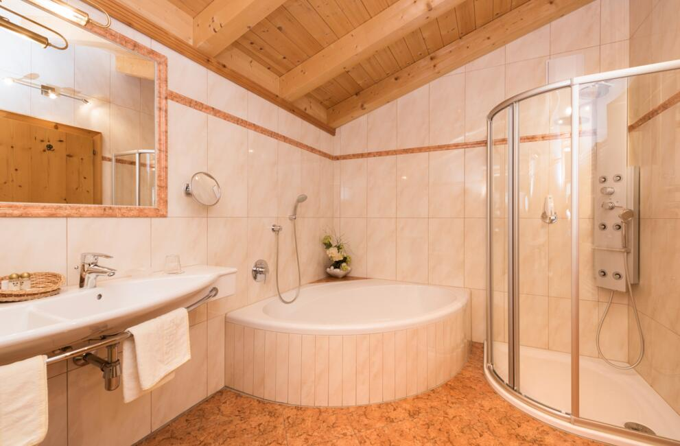 bathroom bergwelt suite